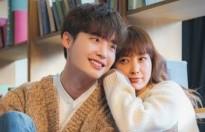 Lee Jong Suk chia sẻ cảm xúc khi đóng cặp cùng tiền bối hơn 10 tuổi Lee Na Young