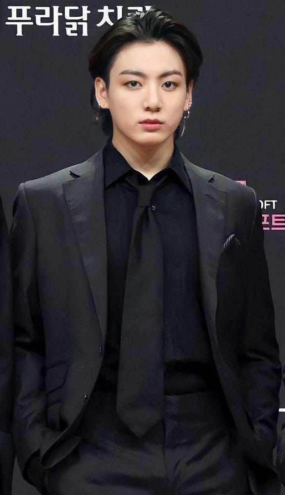 Netizen Hàn cảm thấy 'sợ hãi' khi Jungkook (BTS) xăm kín tay?