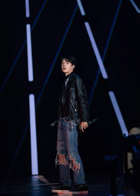 Vương Nhất Bác xuất sắc trở thành Nghệ sĩ của năm