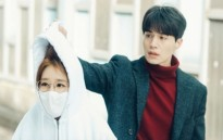 Hết lạnh lùng, Lee Dong Wook bắt đầu lo lắng cho Yoo In Na trong 'Touch your heart'