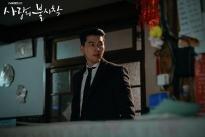 'Hạ cánh nơi anh': Hyun Bin 'lên đồ' cực phẩm, xả thân cứu Son Ye Jin