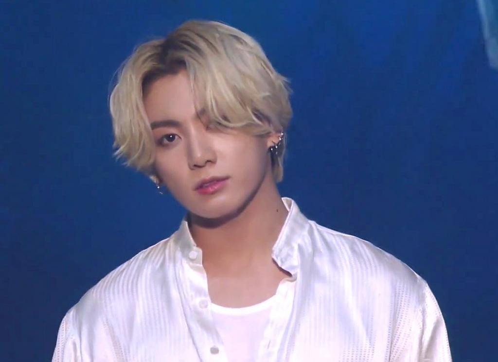 Sao tuổi 'trâu' khiến showbiz Hàn điên đảo: Jungkook, Rosé, Song Joong Ki và còn ai khác?