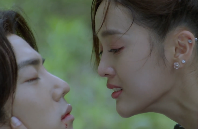 Nụ hôn đầu tiên đẫm nước mắt của Tiêu Chiến và Ngô Tuyên Nghi trong 'Đấu La Đại Lục'