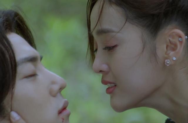 'Đấu La Đại Lục' tập cuối: 'Đường Tam' Tiêu Chiến mất nụ hôn đầu