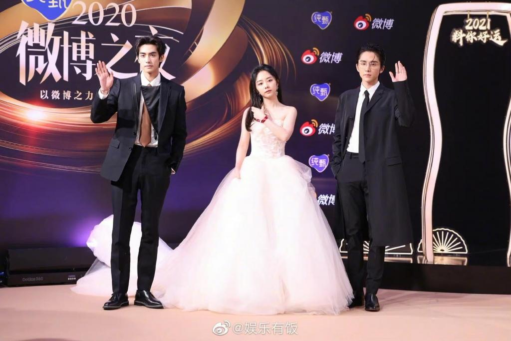 Chiêm ngưỡng dàn sao ở đêm hội Weibo: Triệu Lệ Dĩnh đầy huyền bí,  bộ ba 'Lấy danh nghĩa người nhà' tái ngộ, Cúc Tịnh Y đẹp ngất ngây