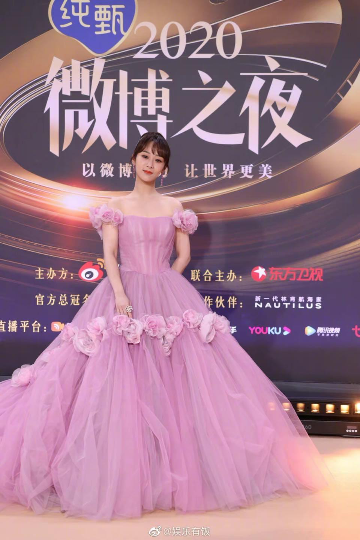 Dương Tử diện váy hồng, như bước ra từ truyện cổ tích, antifan cũng phải 'nín thinh' vì quá đẹp