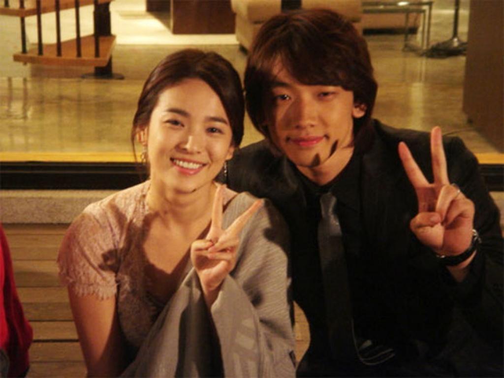 song hye kyo tung khien khong it nam than say dam chi sau mot lan hop tac chung