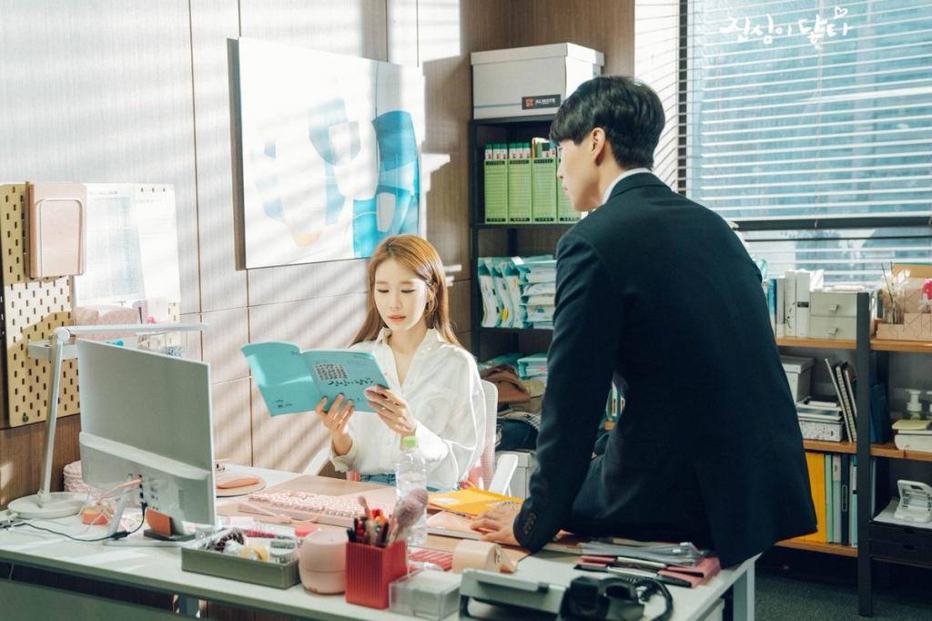 lee dong wook va yoo in na luon tranh thu doc kich ban cung nhau tren phim truong touch your heart