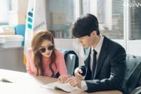 Lee Dong Wook và Yoo In Na luôn tranh thủ đọc kịch bản cùng nhau trên phim trường 'Touch your heart'
