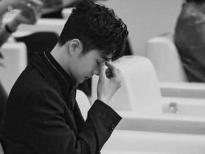 Vương Nhất Bác mệt mỏi, khó chịu ra mặt vì liên tục bị làm phiền tại Đêm Weibo 2020