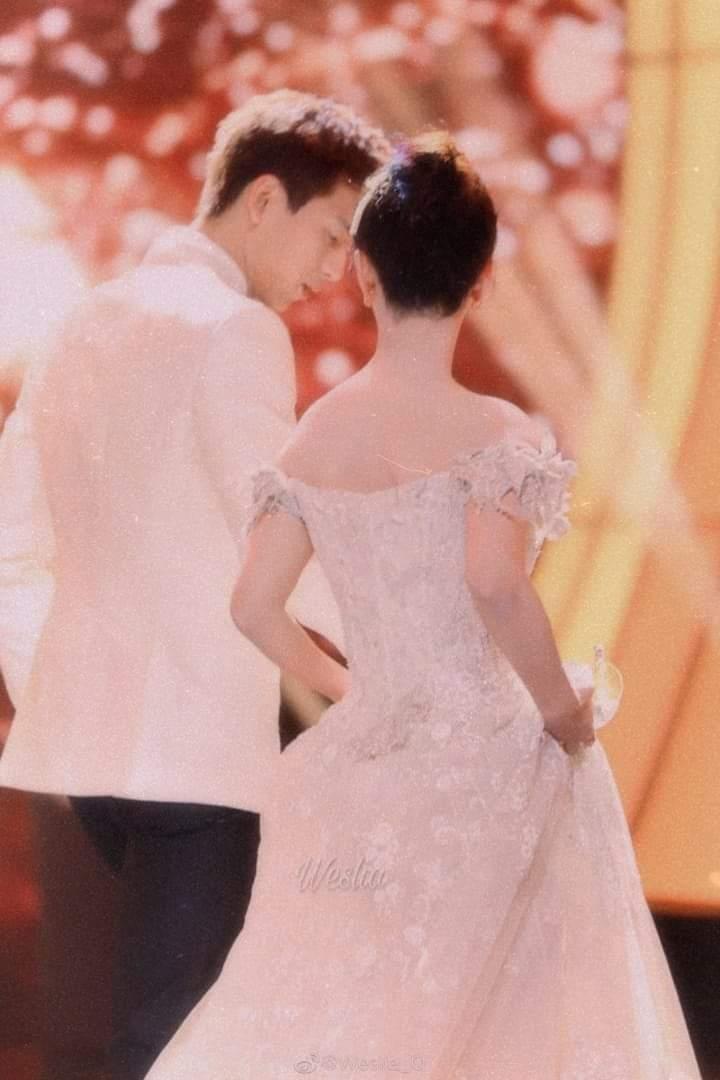 Lý Hiện, Dương Tử được ví như cô dâu chú rể khi tái ngộ trên sân khấu của đài Đông Phương