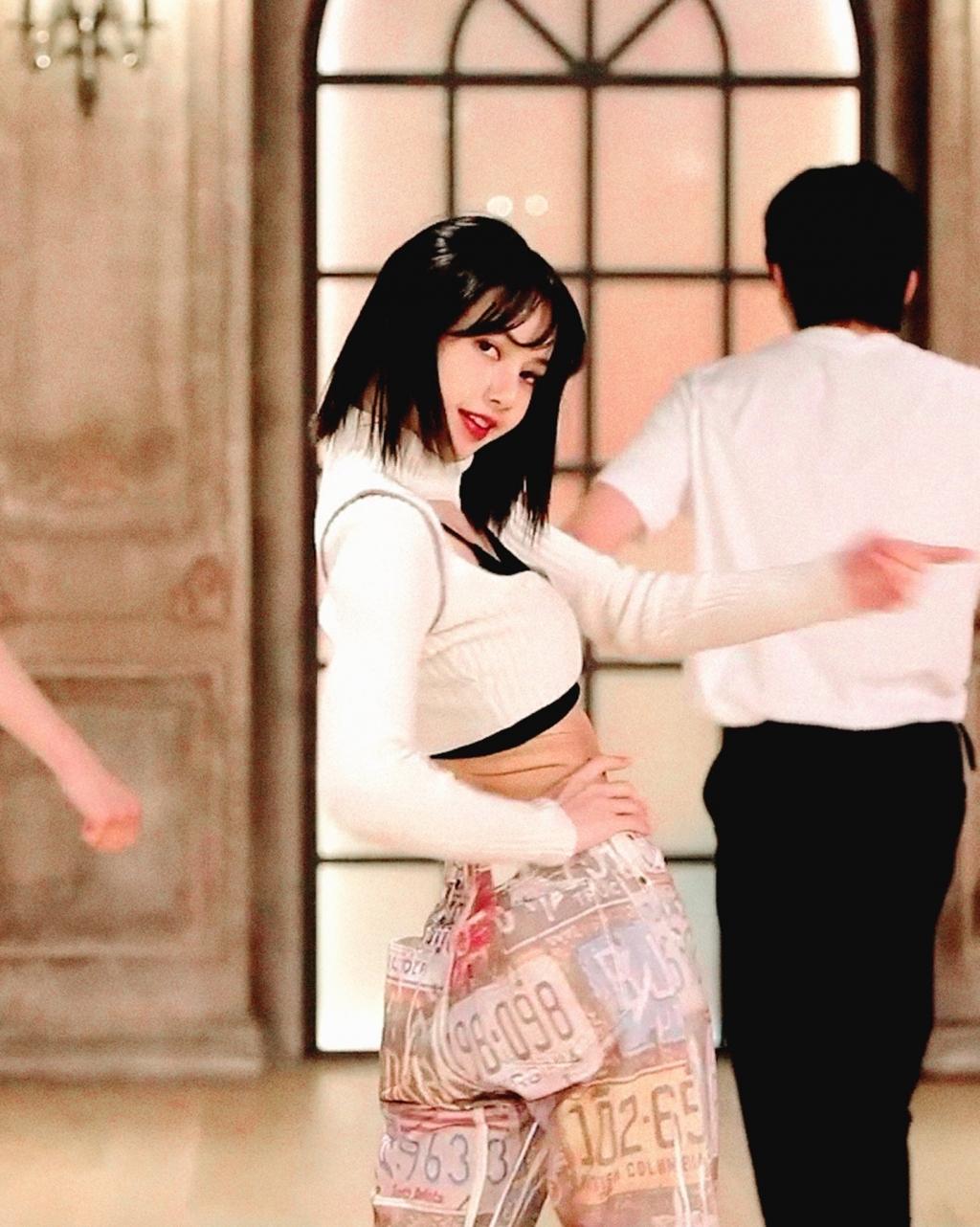 Nghĩ ra vũ đạo quá khó, Lisa và thí sinh 'Thanh xuân có bạn 3' cùng nhau 'ngất xỉu'