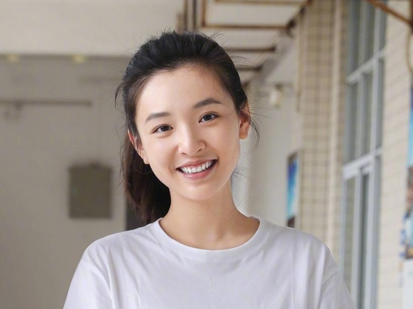Ngô Thiến trở lại rạng rỡ trên phim trường sau khi bị 'khui' tin có con với Trương Vũ Kiếm