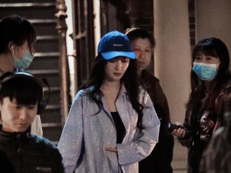 Dương Mịch bất ngờ gập mình cúi đầu xin lỗi đạo diễn 'Trốn thoát khỏi mật thất'