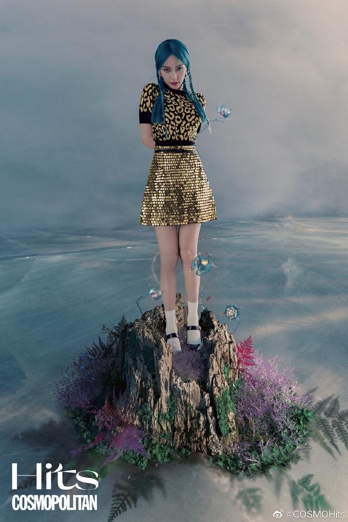 Chỉ mới xuất hiện trên bìa tạp chí, Angelababy đã được mệnh danh là nàng tiên cá đẹp nhất Hoa ngữ
