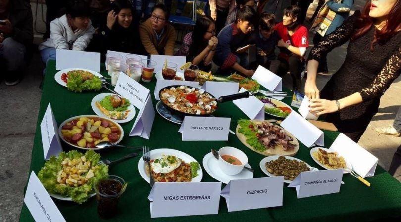 Tuần lễ Văn hóa Tây Ban Nha khiến giới trẻ 'sôi sục' ở Đại học Hà Nội