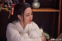 Bi kịch của 'Trường Ca Hành': Nữ chính Địch Lệ Nhiệt Ba và nữ phụ Triệu Lộ Tư cầm nhầm kịch bản của nhau