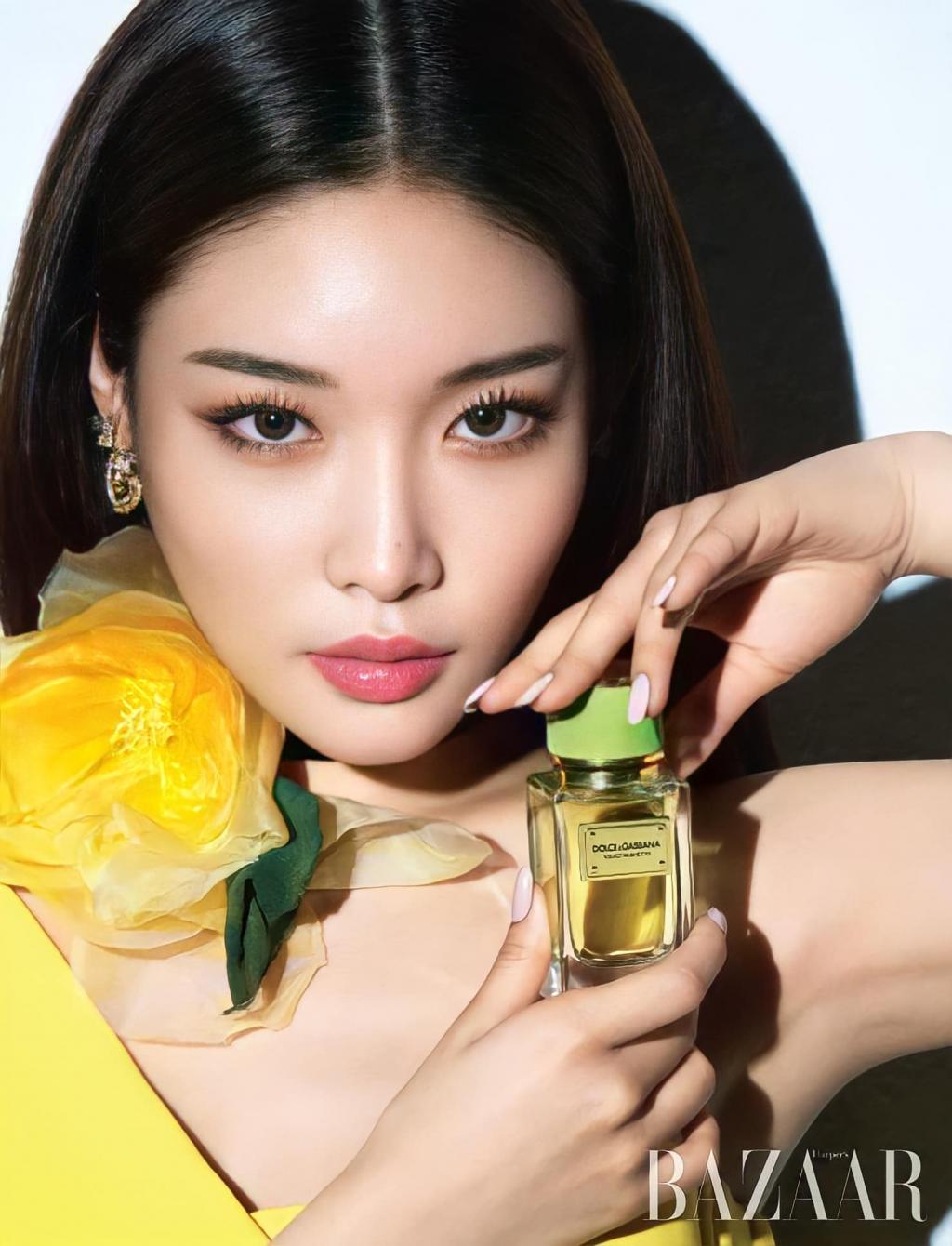 'Biểu tượng gợi cảm' Chungha sexy 'ngút trời' với BST Dolce & Gabbana