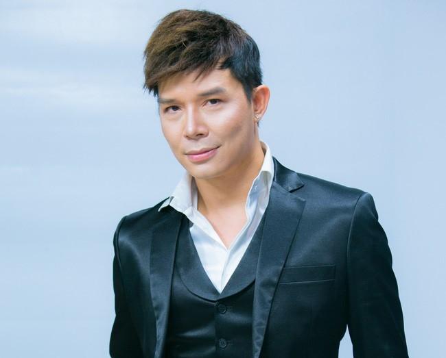 Nathan Lee – Ông hoàng livestream mới nổi của showbiz Việt, Độ Mixi hay Viruss cũng chịu thua?