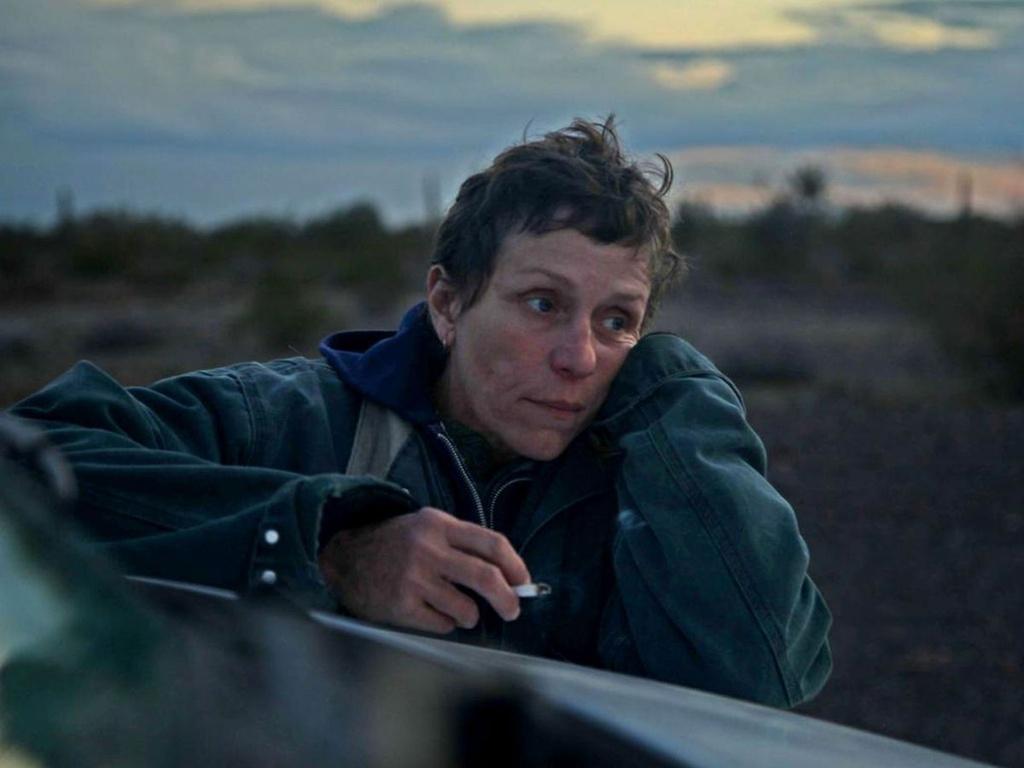 'Nomadland' có gì đặc biệt mà thản nhiên ẵm cú đúp 'Quả cầu Vàng - Oscar'?