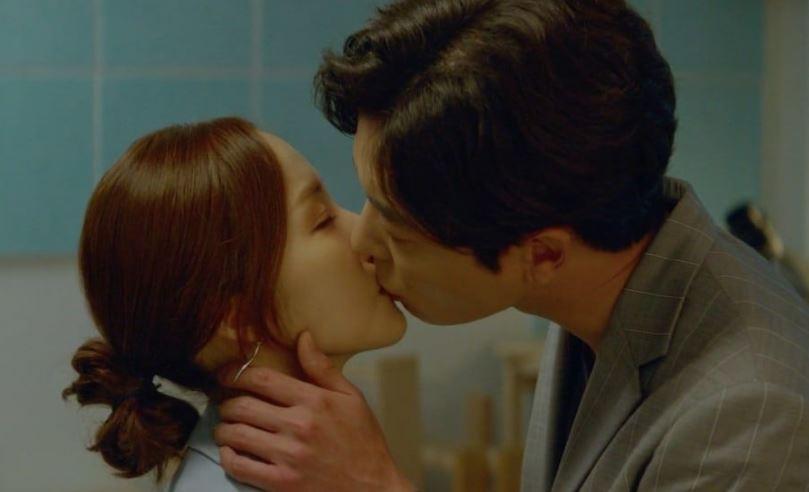 Nụ hôn 'nồng cháy' của Park Min Young và Kim Jae Wook khiến ratings của 'Her private life' tăng vọt
