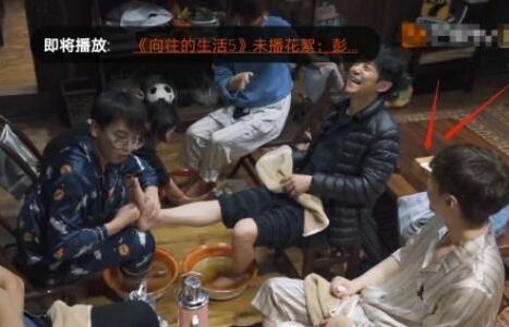 Dương Tử và Trương Nghệ Hưng mặc đồ ngủ đôi đi show, tin đồn hẹn hò là thật?