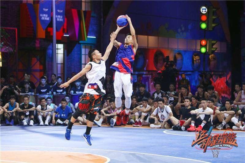 Bộ 3 trai đẹp Nhậm Gia Luân, La Vân Hi, Trần Phi Vũ dắt tay nhau tham gia show bóng rổ 'Dunk of China 4'