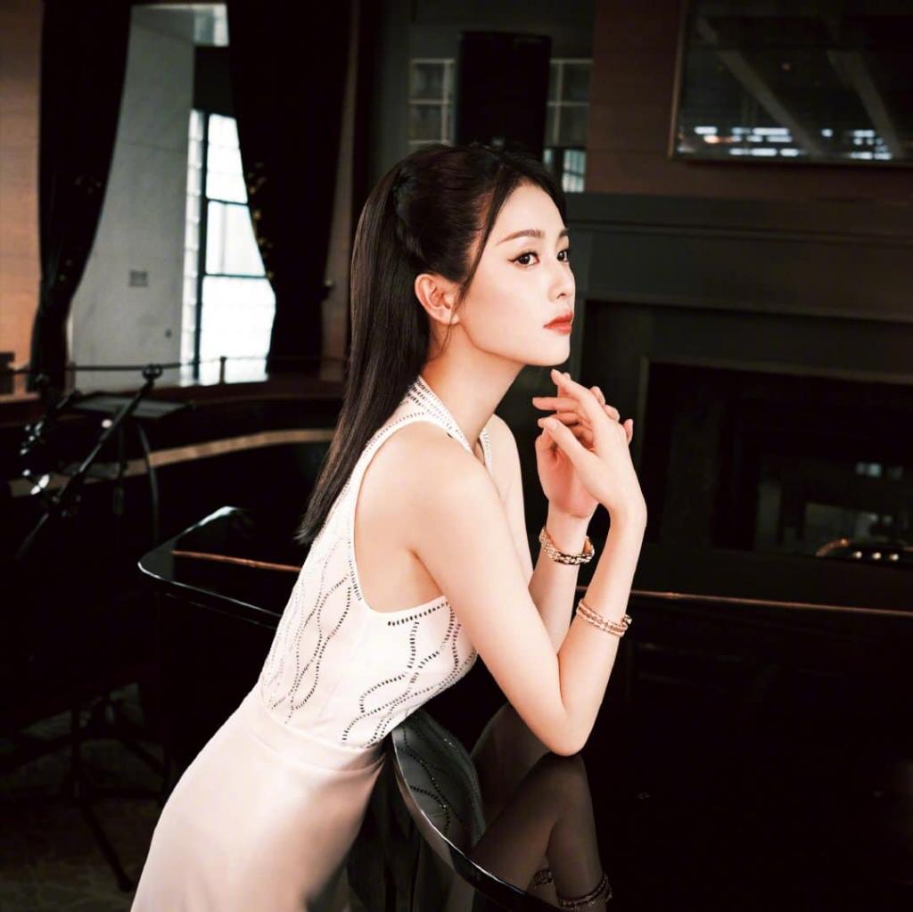 Bạch Lộc tung bộ hình mới xinh đẹp, quả không hổ danh là người tình màn ảnh của Nhậm Gia Luân và La Vân Hi