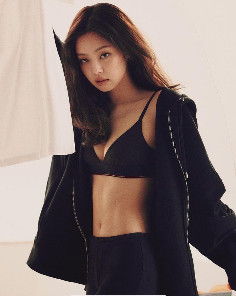 Jennie sexy 'ngộp thở' với bộ sưu tập của Calvin Klein: Thế này cứ gọi là cháy hàng!