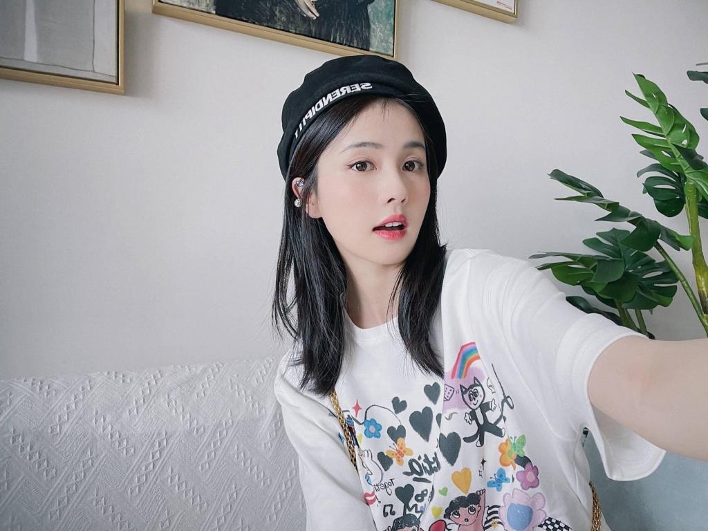 4 mỹ nhân có ảnh đời thường đẹp nhất C-biz: Triệu Lộ Tư hóa nàng thơ, Dương Tử đúng mẫu bạn gái trong mơ