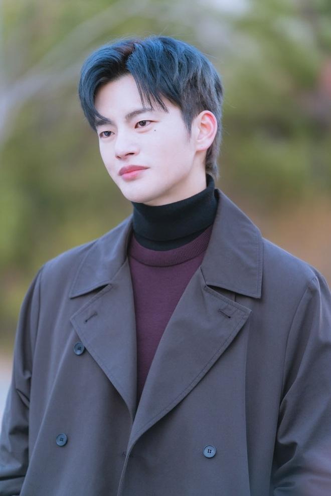 Park Bo Young khóa môi Seo In Guk 'ngọt lịm' nhưng khán giả lại nhớ tới một mỹ nhân khác hôn anh ướt át chẳng kém
