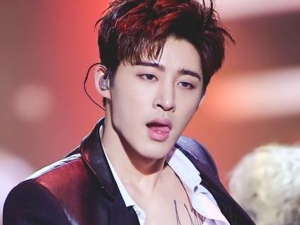 khong co chuyen rapper bi ikon bi yg tu y cham dut hop dong