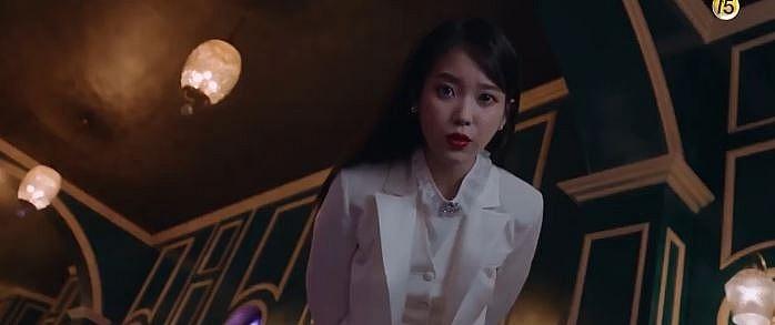 iu qua dep khien yeo jin goo so phat ngat trong hotel del luna