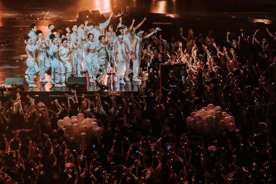 sky tour movie cua son tung m tp xuat sac la the nhung van day nhung diem tru