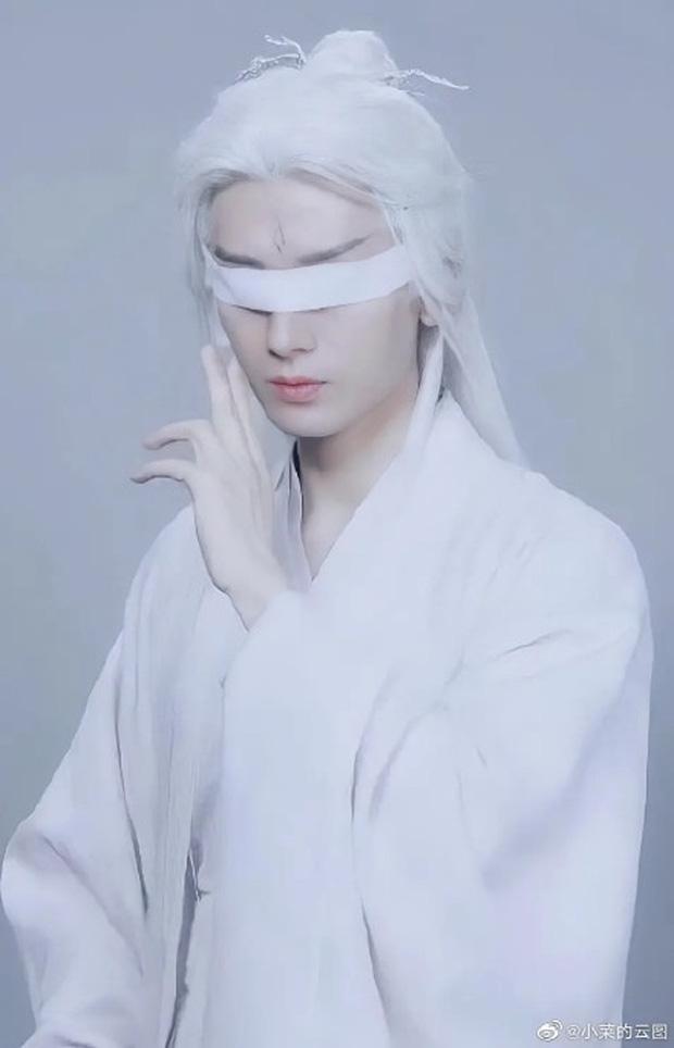 Dương Dương lộ tạo hình mái tóc bạch kim, được Triệu Lộ Tư rủ quay tiktok siêu đáng yêu
