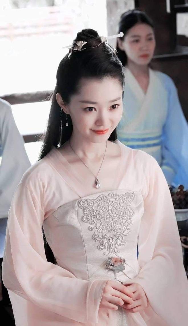 Dương Tử tiếp tục hóa thân nữ phụ 'Khánh Dư Niên', visual không kém cạnh bản gốc của Tống Dật