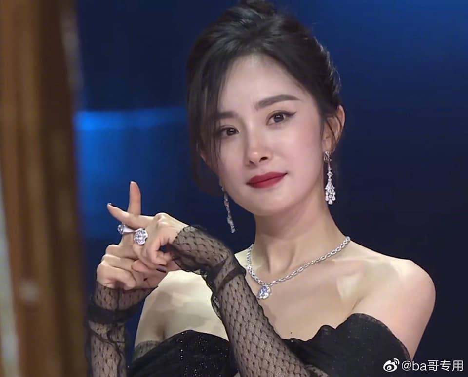 Mỹ nhân Hoa Ngữ khi không chỉnh sửa mặt trong sự kiện Tencent: 'Hoảng hốt' với Địch Lệ Nhiệt Ba, Mao Hiều Đồng và Dương Mịch đẳng cấp!