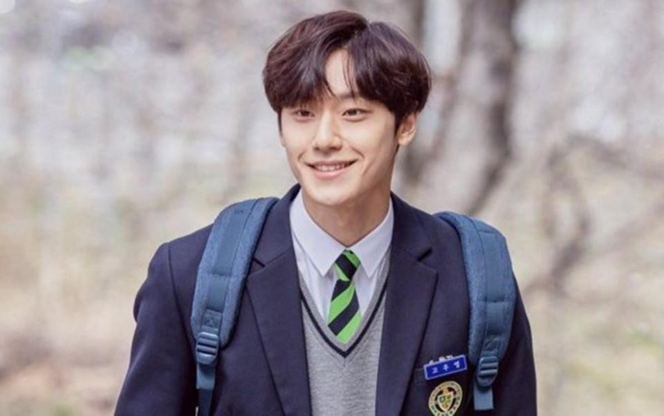 Cuộc đời éo le của Lee Do Hyun - mỹ nam gây 'đẫm lệ' trong 'Youth of may'