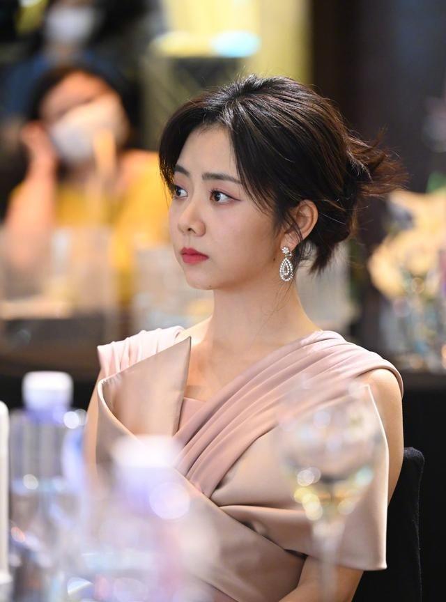 Đàm Tùng Vận nhận đề cử Giải thưởng Bạch Ngọc Lan với vai diễn Lý Tiêm Tiên trong 'Lấy danh nghĩa người nhà'