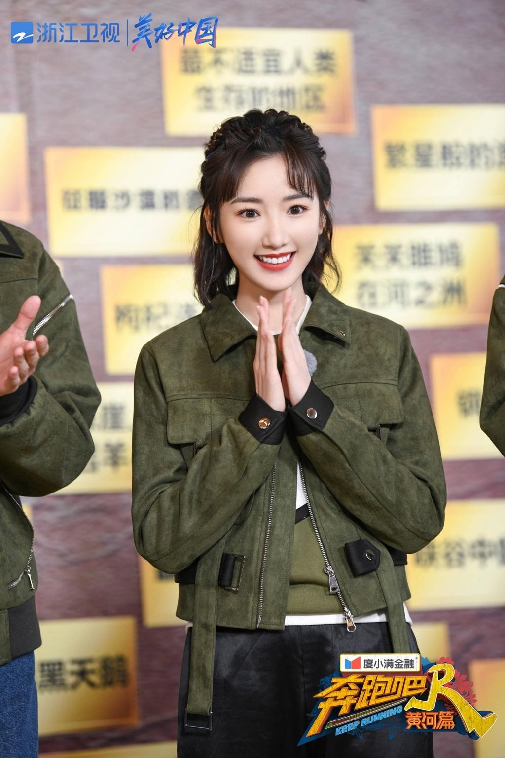 4 ngôi sao trẻ Hoa Ngữ được đi lên 'phi thường' từ nghịch cảnh: Người đói không dám ăn, người bị cha vứt bỏ