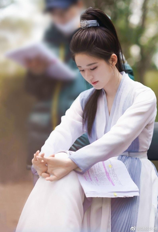 Triệu Lộ Tư lộ ảnh 'gia đình' với Dương Dương trong 'Thả Thí Thiên Hạ': Chê vẫn hoàn là chê!