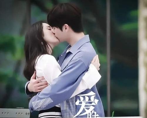 Rộ tin đoàn đội Hứa Khải muốn xào couple với Dương Mịch nhưng bị nhà gái chê không nổi tiếng
