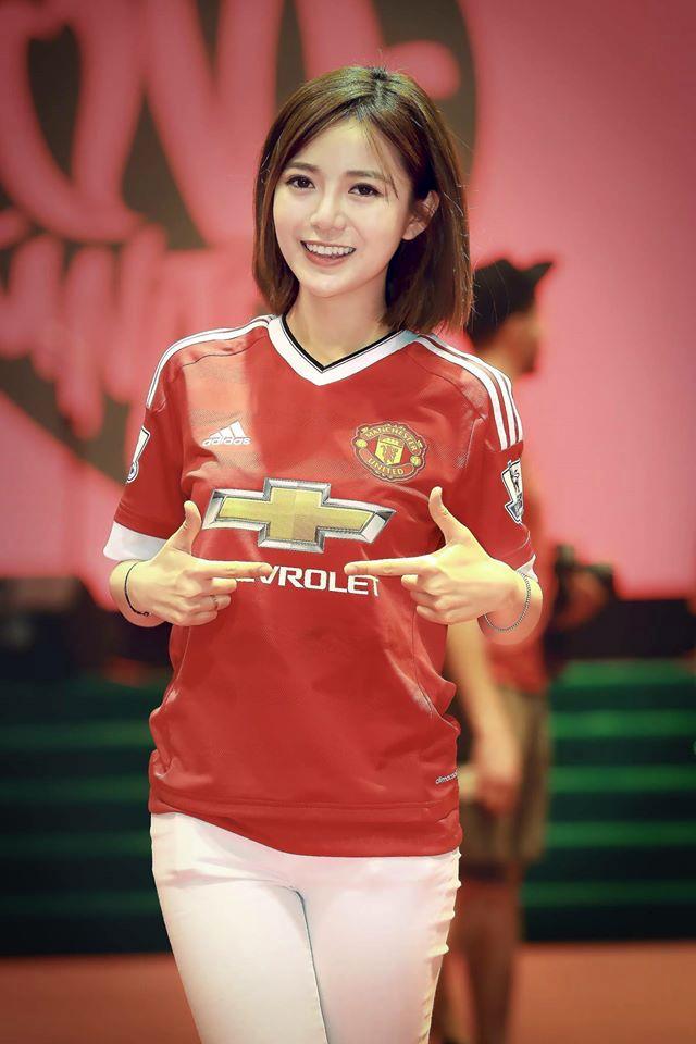 4 nàng hotgirl Việt vừa xinh đẹp lại am hiểu bóng đá