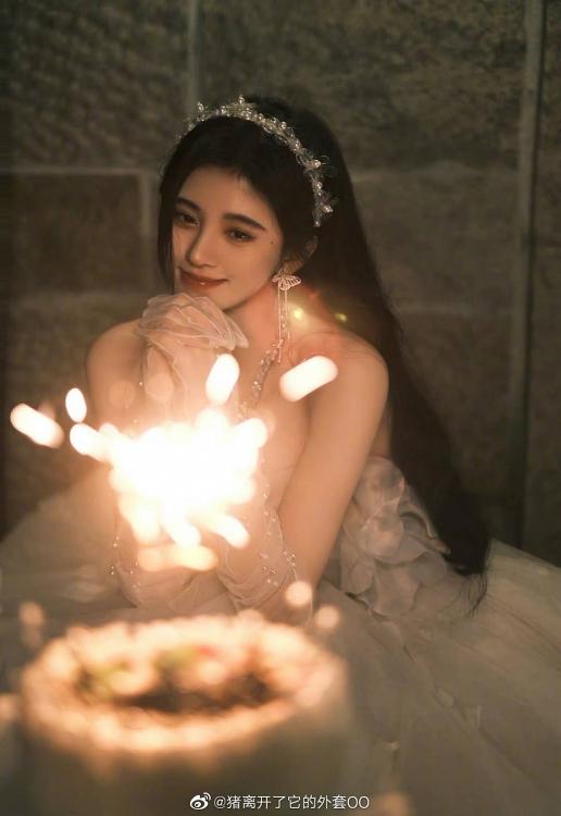 Cúc Tịnh Y xinh xắn, ngọt ngào trong loạt ảnh sinh nhật đón tuổi 27
