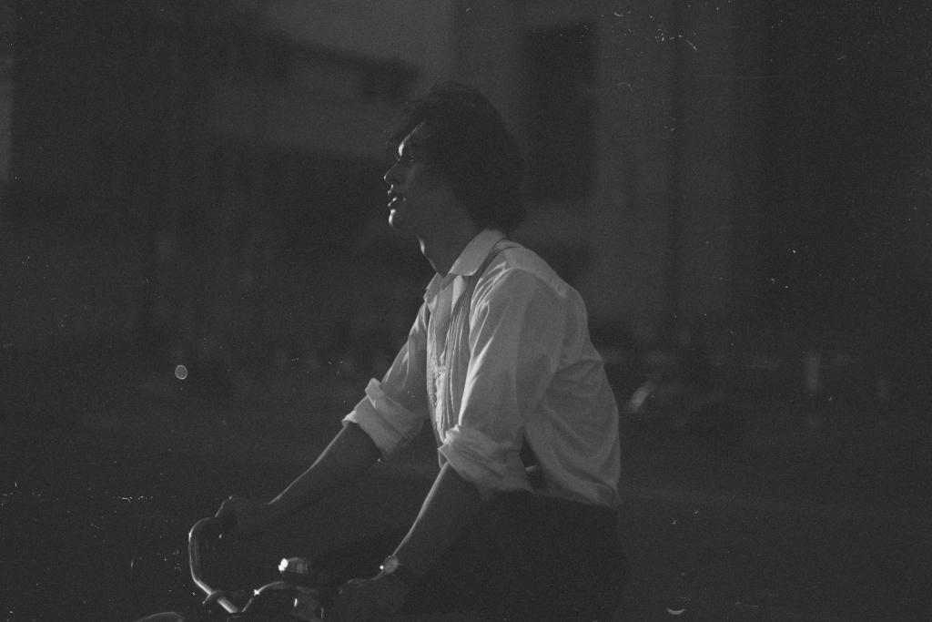 Ngây ngất với bộ ảnh lãng tử của Công Dương - Trai đẹp 'ki bo' trong 'Hãy nói lời yêu'