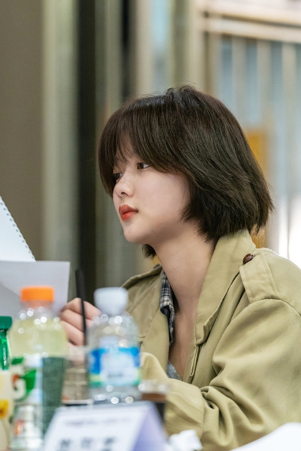 Kim Yoo Jung tái xuất màn ảnh với 2 vai diễn đối lập, bùng nổ visual khi để tóc ngắn