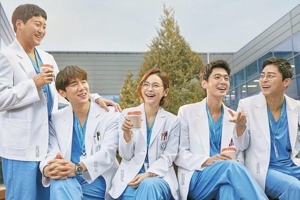 'Hospital Playlist 2' cùng loạt tình tiết gây cười đến 'ná thở' trong tập 1
