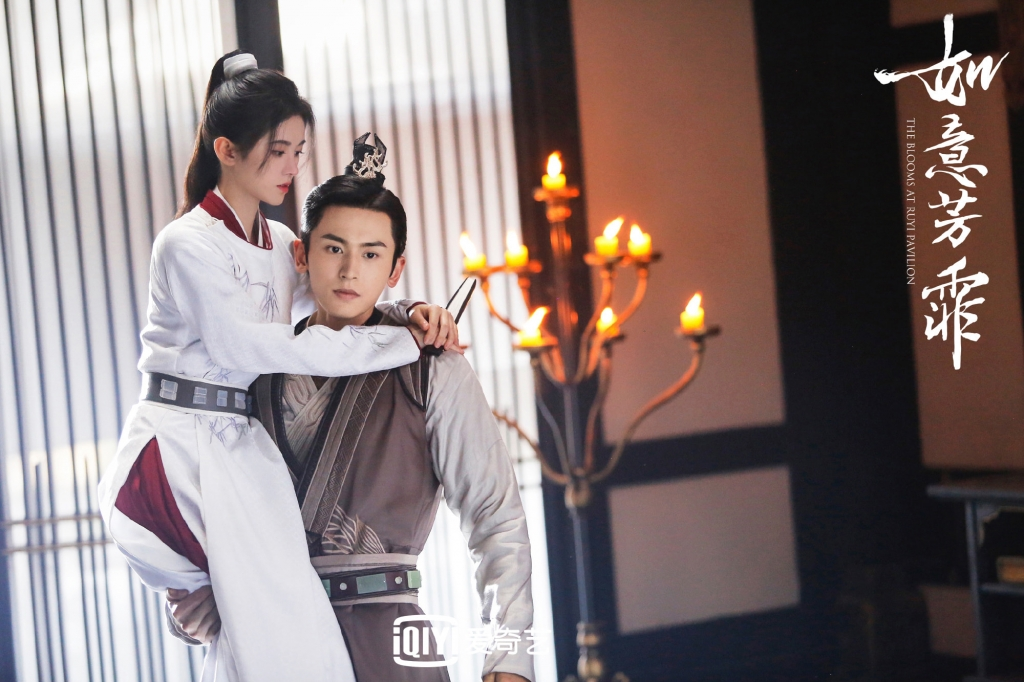 Phô diễn kỹ năng nhấc bạn diễn bằng một tay nhưng Hoàng Cảnh Du và Trương Triết Hạn mỗi người một số phận