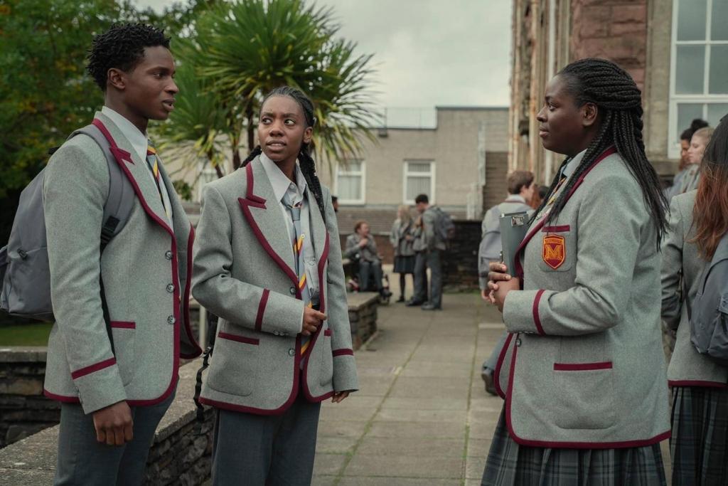 'Sex Education' phần 3 tung loạt ảnh mới cực chất, cô nàng nổi loạn Maeve có tóc mới cực xinh
