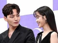 IU và Yeo Jin Goo tình tứ 'hết nấc' ở họp báo 'Hotel Del Luna' khiến fan Hàn phát cuồng